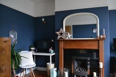 Painting our living room in Farrow & Ball Stiffkey Blue Stiffkey Blue Wohnzimmer Navy Living Rooms, Dark Blue Living Room, Dining Room Blue, Blue Rooms, Blue Bedroom, New Living Room, Dining Room Design, Dining Rooms, Blue Lounge