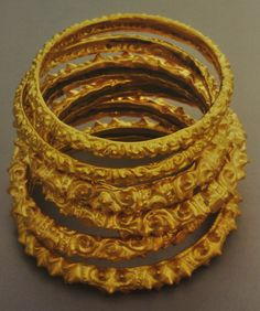 Pre-colonial History of the Philippines - The Learning Corner - Quora Filipino Art, Filipino Culture, Ancient Jewelry, Antique Jewelry, Gold Jewelry, Gold Bangle Bracelet, Gold Bangles, Filipino Fashion, Philippines Culture