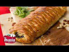 Ingredientes: Una lámina de hojaldre 1/2 cebolla 300 gr de espinacas 10 gr de piñones Pasas Un rulo de queso de cabra 1 huevo para pintar Sal, pimienta y nuez moscada Aceite de Oliva Sumum La Masía