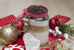 Cookies in barattolo al cioccolato da regalare a Natale, idea sfiziosa per regali di Natale economica, facile e veloce.