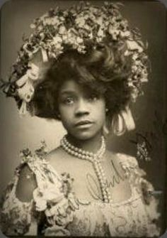 Aida Overton Walker - The most influential and revered African-American female theatre performer during the transition into the Century. African American Hairstyles, African American History, British History, Native American, African American Fashion, Modern History, European History, Vintage Black Glamour, Vintage Beauty