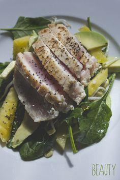Seared Tuna and Pineapple Salad - would taste amazing with tofu