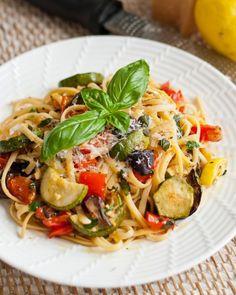 Summer Linguine w/Grilled Veggies. A light main dish pasta accented by grilled vegetables and dressed simply with lemon and fresh herbs. Veg Recipes, Summer Recipes, Italian Recipes, Vegetarian Recipes, Dinner Recipes, Healthy Recipes, Healthy Salads, Vegan Vegetarian, Dinner Ideas