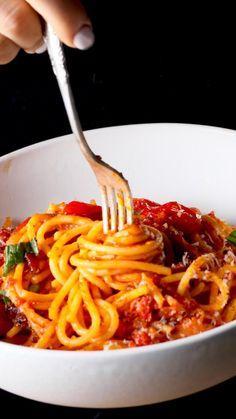 Italian Pasta Recipes, Chicken Pasta Recipes, Spaghetti Recipes, Veggie Recipes, Asian Recipes, Chicken Tomato Pasta, Spaghetti Dinner, Cooking Recipes, Healthy Recipes