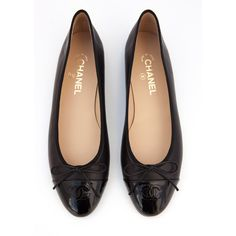 Black Chanel Ballet Flats Size 41 (5.892.115 IDR) ❤ liked on Polyvore featuring shoes, flats, black patent flats, black skimmer, black flats, patent ballet flats and black patent leather shoes