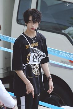 """""""Do you hate me?"""" """"No, I just find you really annoying"""" Hyunjin and soomi have a weird relationship with each other and things get worse with them being locked up in school Completed [ x ] Ongoing [ ] Hyunjin of stray kids fan fiction stay Hwanghyunjin K Pop, Lee Min Ho, Talking To The Moon, Nct, Rapper, Park Jinyoung, Fandom, Korean Boy Bands, Jolie Photo"""