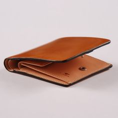 IL BUSSETTO  BI-FOLD WALLET/COIN POCKET - OCRE-- The italians still rule at leather..