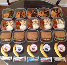 54 healthy lunch ideas for work- save yourself money and eat healthier by making your own lunch. Get a ton of lunch ideas including cold salads, hot lunches, granola bars, snacks and soups! Simple, delicious and healthy lunch recipes. Lunch Meal Prep, Healthy Meal Prep, Healthy Snacks, Healthy Recipes, Meal Prep Breakfast, Healthy Weight, Healthy Lunch Ideas, Delicious Snacks, Healthy Breakfast Meals