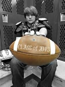 For Guy Idea Picture Senior Football Helmet - Bing Images Senior Pics, Football Senior Pictures, Boy Senior Portraits, Senior Boy Photography, Male Senior Pictures, Sports Pictures, Senior Year, Portrait Poses, Football Poses