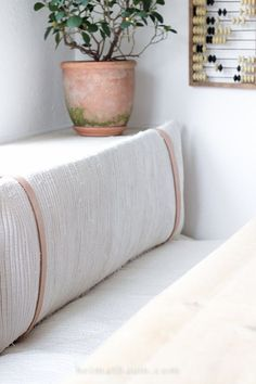 Sitzpolster aus Ikea-Teppich – Keep up with the times. Built In Daybed, Daybed With Storage, Diy Daybed, Ikea Carpet, Bedroom Carpet, Diy Interior, Seat Pads, Ikea Hacks, Hacks Diy