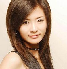 Beautiful long sleek hairstyle for Asian women