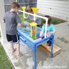PVC Pipe Sand and Water Table This DIY project is inventive and fun, perfect for both water and sand play for little ones. Its great to put in your backyard or porch. Water Table Diy, Sand And Water Table, Water Tables, Water Activity Table, Water Table For Kids, Water Kids, Water Activities, Backyard Playground, Backyard For Kids