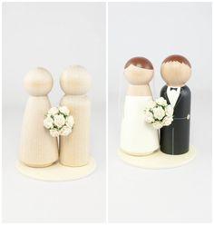 DIY Ivory Wedding Cake Topper Set - 2 unfinished wooden peg dolls, 1 flat wooden circular base, and 1 tiny ivory rose bouquet on Etsy, 7,42€