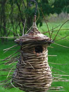 and white villaines les rochers Birdhouse Designs, Birdhouse Ideas, Birdhouses, Cool Bird Houses, Traditional Baskets, Birds And The Bees, Bird Boxes, Parcs, Nature Crafts