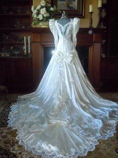 SALEVintage ivory wedding dress by Bonny. by VintageRoseTattoo