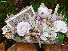 Proutěný truhlík s keramickou kočkou Grapevine Wreath, Grape Vines, Floral Wreath, Wreaths, Design, Home Decor, Floral Crown, Decoration Home, Door Wreaths