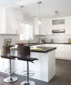 L'harmonie entre les matériaux et leur mise en place est la clé du succès de cette cuisine, que l'on voulait conviviale et contemporaine. House Exterior, Contemporary Kitchen, Kitchen Design, Inspiration, Sweet Home, Furniture, New Homes, Kitchen, Home Decor