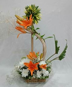 Hotel Flower Arrangements, Flower Decorations, Wedding Decorations, Hotel Flowers, Diy Plant Stand, Arte Floral, Centre Pieces, Tropical Flowers, Ikebana