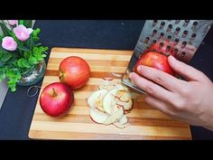 Mere rase‼ ️ celebra rețetă care a atins milioane de vizualizări pe YouTube !! 😋 😋 👌🔝 ASMR - YouTube Apple Cake Recipes, Fruit Recipes, Dessert Recipes, Kitchen Recipes, Cooking Recipes, Asmr, Famous Recipe, Fruit Dishes, No Cook Desserts