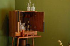 Colección THE BAR: cantina en madera de cedro rojo/tzalam/encino,por Ad Hoc. #compradiseñomexicano en GMD #Anatole13.