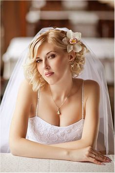 "40 Best Short Wedding Hairstyles That Make You Say ""Wow!"" 40 Best Short Wedding Hairstyles That Make Wedding Hairstyles For Medium Hair, Wavy Wedding Hair, Side Hairstyles, Wedding Hair And Makeup, Hairstyles Haircuts, Wedding Curls, Wedding Hairdos, Bridesmaids Hairstyles, Hairstyle Wedding"