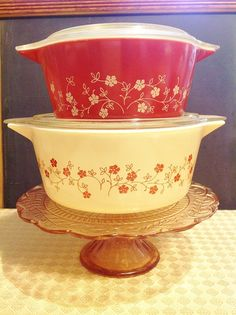 2 - Piece Pyrex 'Trailing Flowers' - Covered Casserole Set