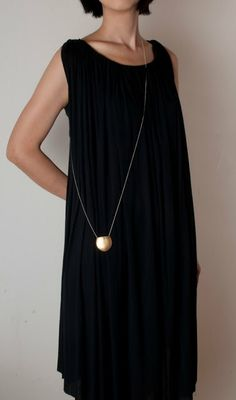 """I love this """"little black dress"""" and the unique way the long necklace is worn cross body! Mode Style, Style Me, Schmuck Design, Contemporary Jewellery, Modern Jewelry, Mode Outfits, Fashion Accessories, Dress Up, Style Inspiration"""
