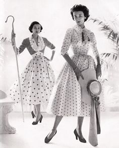Wow! I would love to experience people dressing in this vintage 1950s style everyday.