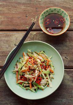 Les adresses de l'été de Kendall Jenner salade chinoise poulet http://www.vogue.fr/voyages/adresses/diaporama/les-adresses-de-lt-de-kendall-jenner/21781#les-adresses-de-lt-de-kendall-jenner-4