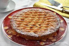 La Linzer torte (o torta di Linz) è una deliziosa crostata, originaria della città austriaca di Linz, caratterizzata da una gustosa frolla arricchita da nocciole o mandorle.