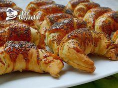 Patatesli Ay Çöreği Tarifi Bizbayanlar.com #Karabiber, #Maya, #Maydanoz, #Patates, #PulBiber, #SıvıYağ, #Süt, #Tuz, #Un, #Yumurta,#ÇörekTarifleri http://bizbayanlar.com/yemek-tarifleri/hamurisi-tarifleri/corek-tarifleri/patatesli-ay-coregi-tarifi/