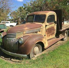 Old Pickup Trucks, Farm Trucks, Cool Trucks, Chevrolet Trucks, Gmc Trucks, Automobile, Chevy Van, Rusty Cars, American Classic Cars