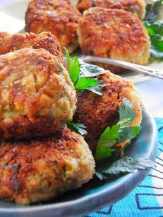 Cutlets with eggs with mushrooms Vegetarian Recipes, Cooking Recipes, Healthy Recipes, Vegetarian Burgers, Tapas, Good Food, Yummy Food, Xmas Food, Dinner Dishes