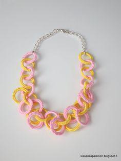 Kissankäpälä: Virkattu kaulakoru, crocheted necklace