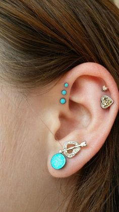 Single, double and triple forward helix piercing information guide on pain, price, healing and aftercare with examples of Forward Helix Piercing jewellery. Piercings Tumblr, Cute Ear Piercings, Body Piercings, Helix Piercings, Unique Piercings, Lip Piercing, Triple Forward Helix Piercing, Forward Helix Earrings, Conch Ring