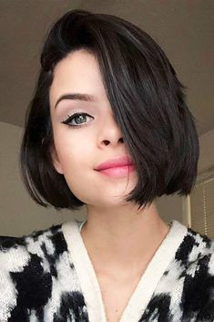 Best Hairstyles & Haircuts for Women in 2017 / 2018 : 18 Short Bob Haircuts to Add Some Carefree Vibes to Your Image Dark Edgy Sho Bob Haircuts For Women, Short Bob Haircuts, Short Hair Cuts For Women, Haircut For Square Face, Bob Haircut With Bangs, Haircut Short, Haircut Styles, Square Face Hairstyles Short, Square Face Short Hair