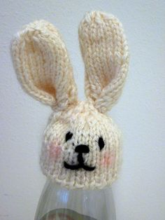Bunny - love the rosy cheeks. Knitting Designs, Knitting Projects, Knitting Patterns, Cute Crochet, Knit Crochet, Crochet Hats, Yarn Trees, Cute Egg, Knitting For Charity