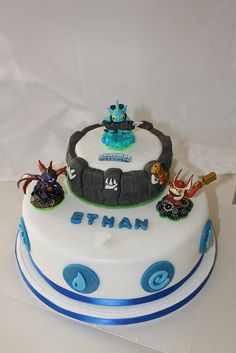 love the cake idea.... this might be the year i finally do fondant