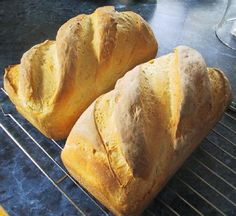 Sourdough. Great site with articles and recipes on sourdough and bread-making in general.