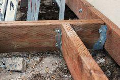 bricolage de terrasse en bois avec solives et poutres au sol