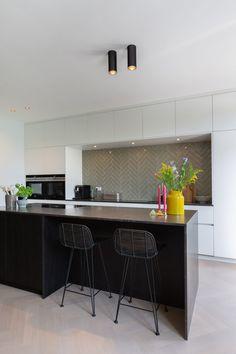 Interior Inspiration, Kitchen Inspiration, Interior Design, Table, Kitchens, Bright, Furniture, School, Home Decor