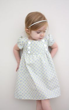 This would be adorable for any little girl. I'd like to mix/match the top bottom sections with other fabrics.   Junebug dress sew-along Part 1: pattern and pieces