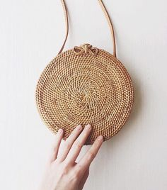 Cheap messenger bag, Buy Quality bag handmade directly from China circle bag Suppliers: ZHIERNA Women Handbag Summer Beach Tote Circle Bag Handmade Rattan woven Round handbag Vintage Retro Straw Knitted Messenger Bag Fashion Bags, Fashion Accessories, Trendy Mood, Basket Bag, Mode Style, Givenchy, Straw Bag, Purses And Bags, Wicker