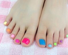 Make sure your feet look fabulous by sporting the chicest toe nail art designs as this year IT pedicures are all about simplicity.
