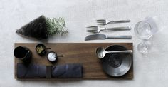 christmas table setting - julebord - Nordic style - Kay Bojesen Grand Prix cutlery - styled by boligcios. Grand Prix, Christmas Table Settings, Nordic Style, Danish Design, Cutlery, Damask, Floating Shelves, Advent, Merry