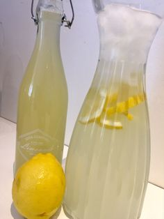 Hjemmelavet lemonade - lynhurtig og lækker - Madfilosofie Yummy Smoothies, Juice Smoothie, Smoothie Drinks, Smoothie Recipes, Fancy Drinks, Cold Drinks, Homemade Lemonade, Frappe, Iced Tea