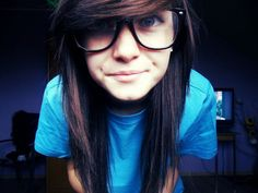 I want my hair like this! Not really scene but still i LOVE this