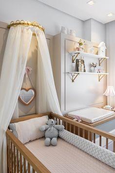 Quarto de bebê em cinza, rosa e branco - Constance Zahn | Babies