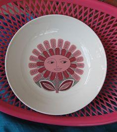 Arabia 'Daisy' bowl. Pattern designed by Esteri Tomula, form by Kaarina Aho.
