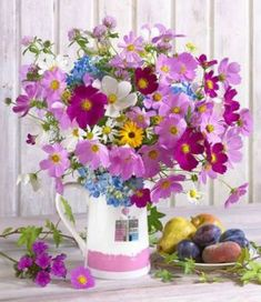 (Russia) Flowers in vase by Marianna Lokshina. Window Box Flowers, Shade Flowers, Pretty Flowers, Colorful Flowers, Spring Flowers, Vintage Flower Arrangements, Beautiful Flower Arrangements, Floral Bouquets, Floral Wreath